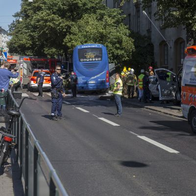 Liikenneonnettomuus Mannerheimintiellä