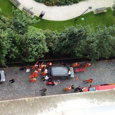 Pelastushenkilökuntaa Pariisin lähellä sijaitsevassa Levallois-Perretissä.