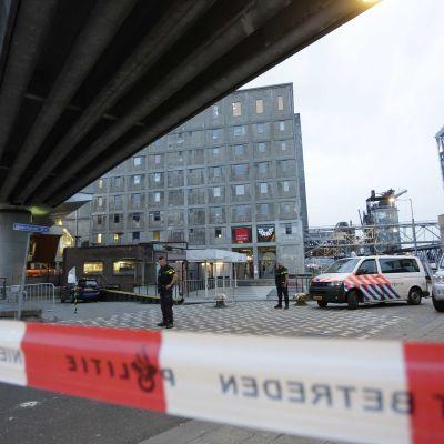 Poliisi peruutti rock-konsertin Rottedamissa Hollannissa terroriuhkan vuoksi.