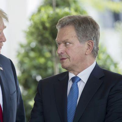 Donald Trump ja Sauli Niinistö tapasivat Valkoisessa talossa maanantaina.