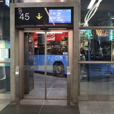 Bussi Kampin bussiasemalla.