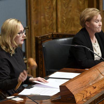 Puhemies Maria Lohela syysistuntokauden avajaisistunnossa eduskunnassa Helsingissä 5. syyskuuta 2017. Remontoitu eduskuntatalo otettiin käyttöön syyskauden ensimmäisessä istunnossa.