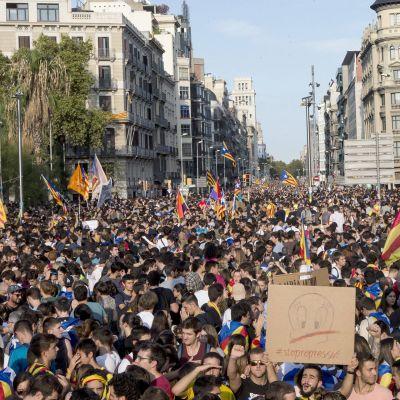 Barcelonan kadut ovat täynnä mieltään osoittavista ihmisistä.