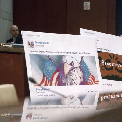 Venäläisen trollitehtaan tekemiä facebook-sivustoja esitellään Washingtonissa.
