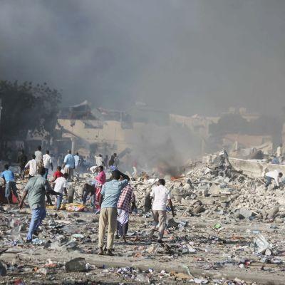 Pommi-iskun tuhoja Mogadishussa.
