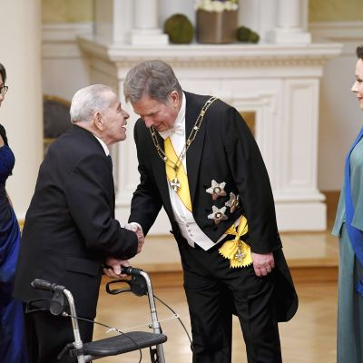 Veteraani Edvin Ilola Suomen 100-vuotisjuhlavuoden itsenäisyyspäivän vastaanotolla Helsingissä.