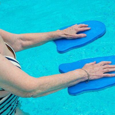 seniori  vesijumppaa