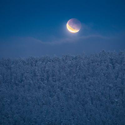 Osittainen kuunpimennys Inarissa 31.1.2018.