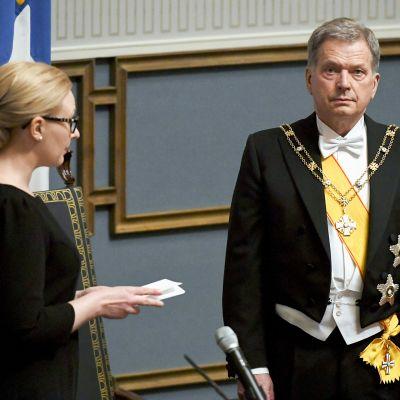 Eduskunnan puhemies Maria Lohela ja tasavallan presidentti Sauli Niinistö tasavallan presidentin virkaanastujaisissa eduskunnassa Helsingissä 1. helmikuuta
