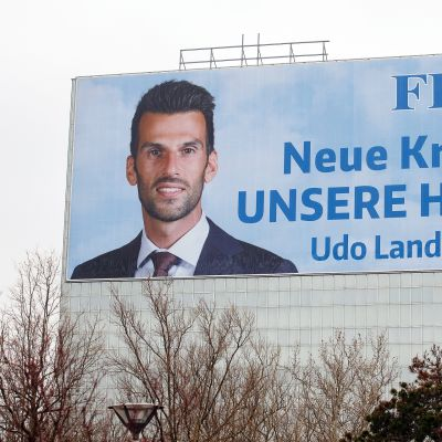 """""""Uutta voimaa kotiseudullemme"""" julisti Udo Landbauerin vaalimainos."""
