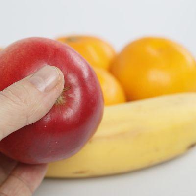 Omena banaani ja appelsiini.