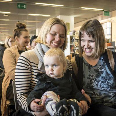 Eveliina Kyrki, Helena Kyrki ja lapsi Seela Kyrki.