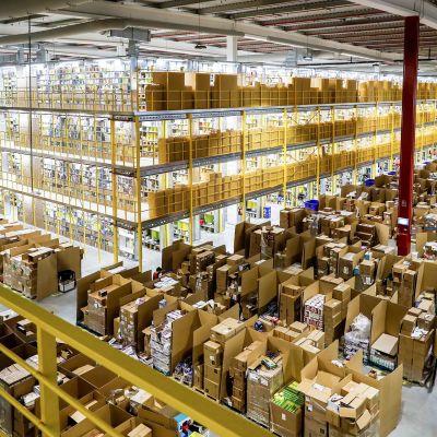 Amazon -verkkokaupan jakelukeskus Madridissa.