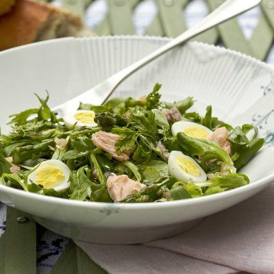 salaatti lautasella