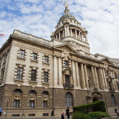 The Old Bailey -oikeustalo Lontoossa.