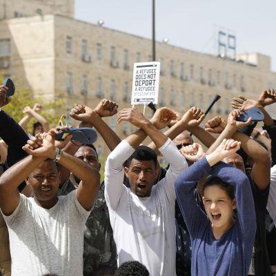 Jerusalemissa osoitettiin mieltä maahanmuuttajien karkotuksia vastaan.