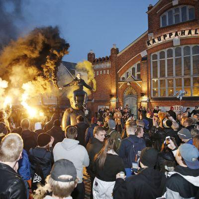 Kärppien Suomen mestaruutta juhlitaan Oulussa.