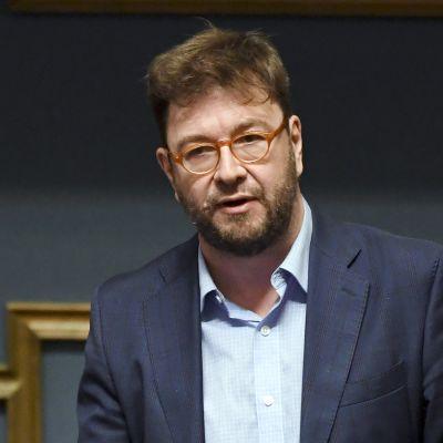 SDP:n Timo Harakka kysyy eduskunnan suullisella kyselytunnilla Helsingissä 31. toukokuuta.