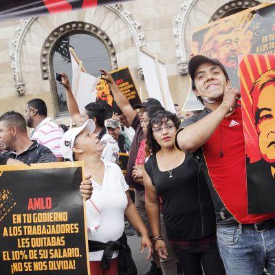 Ricardo Anayan kannattajat kokoontuivat Ricardo Anaya Andrés Manuel Lópezin vastaiseen mielenosoitukseen  Mexico Cityssä.