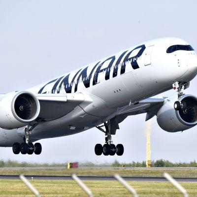 Finnairin matkustajakone Helsinki-Vantaan lentokentällä 16. heinäkuuta 2018.