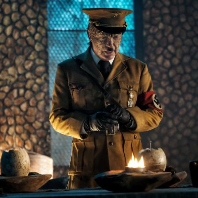 Udo Kier esittää Adolf Hitleriä.