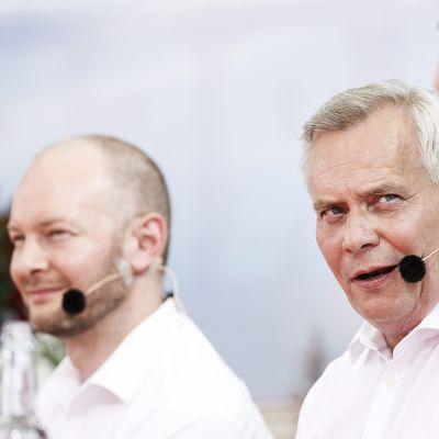 Sinisen tulevaisuuden puheenjohtaja Sampo Terho (vas), SDP:n puheenjohtaja Antti Rinne sekä perussuomalaisten puheenjohtaja Jussi Halla-aho SuomiAreenanpPuheenjohtajatentissä Porissa tiistaina  17. heinäkuuta