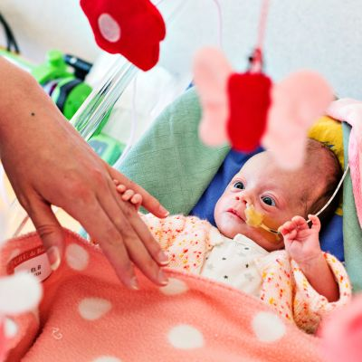 Keskosvauva sairaalassa.