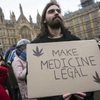 Mielenosoitus Britanniassa