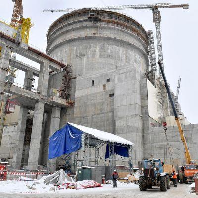 Ydinvoimalan rakennustyömaa.