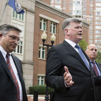 Kevin Downing, Richard Westling ja Thomas Zehnle kommentoivat tiedotusvälineille Manafortin tuomion jälkeen.