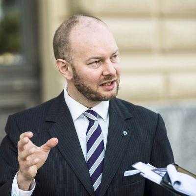 Sinisen tulevaisuuden puheenjohtaja Sampo Terho sinisen eduskuntaryhmän ja ministeriryhmän kesäkokouksessa Hämeenlinnassa 22. elokuuta.