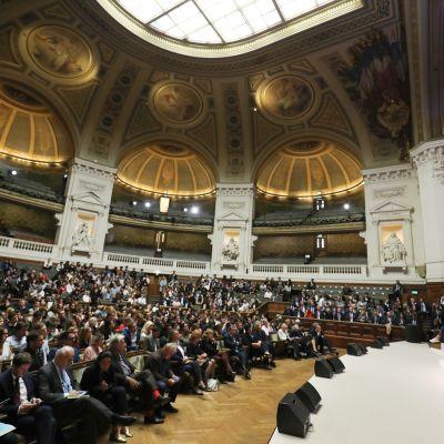 Emmanuel Macron puhumassa Sorbonnen yliopistossa.