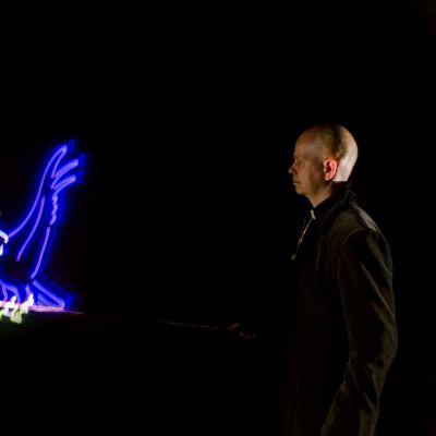 """Uuden ja innovatiivisen Dracula-teoksen pääosissa ovat laserit ja digitaaliset näyttelijät: """"Näyttämötaide on hirveän vanhanaikaista"""""""