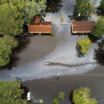 Tulvaveden valtaama asuinalue Pohjois-Carolinan New Bernissä.