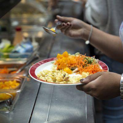 lautasellinen kouluruokaa