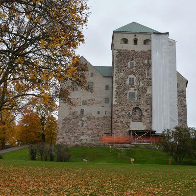 Turun linnassa on ritariseikkailuja ja historian kauhuja syyslomalla.