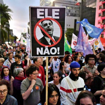 Jair Bolsonaron vastainen mielenosoitus Sao Paulossa 20. lokakuuta.