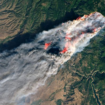 Nasan kahdeksas marraskuuta ottamassa valokuvassa näkyy valtava tulipaloalue Paradisen kaupungin ympärillä.