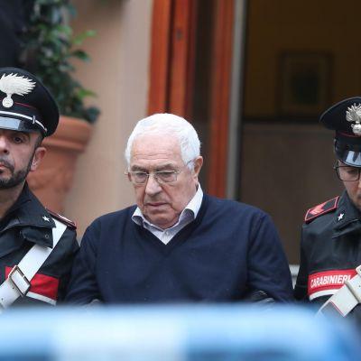 Poliisit saattavat pidätettyä Settimino Mineota