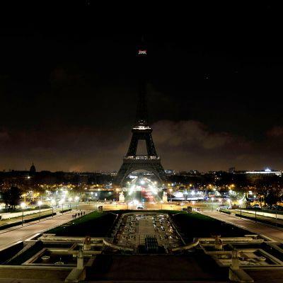 Eiffel-torni pimennettynä 13. joulukuuta.