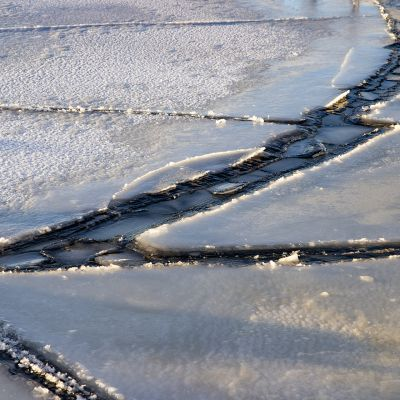 Jäätynyt järvi