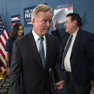 Webb lähti vuonna 2015 mukaan demokraattien presidenttikisaan mutta jätti kilvan kesken ennen ensimmäisiä esivaaleja.