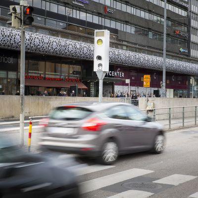 Nopeusvalvontakamera Helsingin keskustassa.