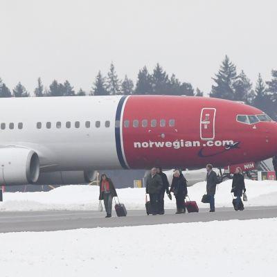 Norwegianin kone joutui palaamaan Arlandan kentälle Tukholmaan pommiuhkauksen vuoksi aamupäivällä.