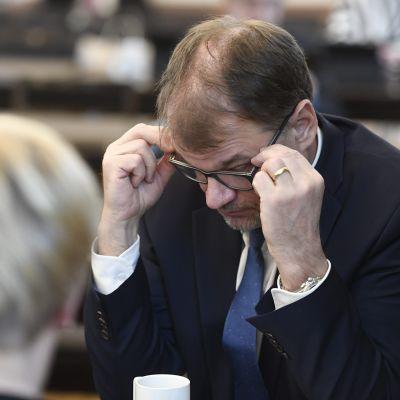 Keskustan puheenjohtaja ja hallituksen eroa hakenut pääministeri Juha Sipilä eduskunnassa Helsingissä 8. maaliskuuta
