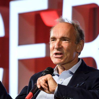 Tim Berners-Lee www:n 30-vuotisjuhlallisuuksissa CERN:ssa 12. maaliskuuta.