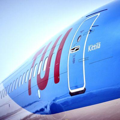 TUI:n Boeing 737 MAX 8 Kittilän lentoasemalla 17. joulukuuta 2018.