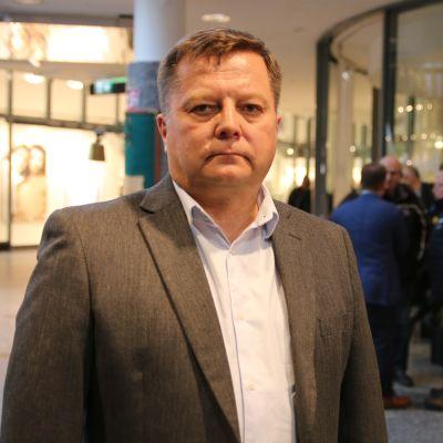 Markus Mustajärvi (vas)