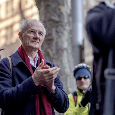 Julian Assangen isä John Shipton osallistui mielenosoitukseen Melbournessa kesäkuussa 2018.