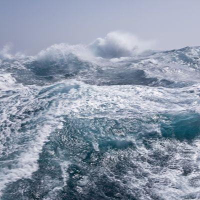 Suuria aaltoja eteläisellä jäämerellä
